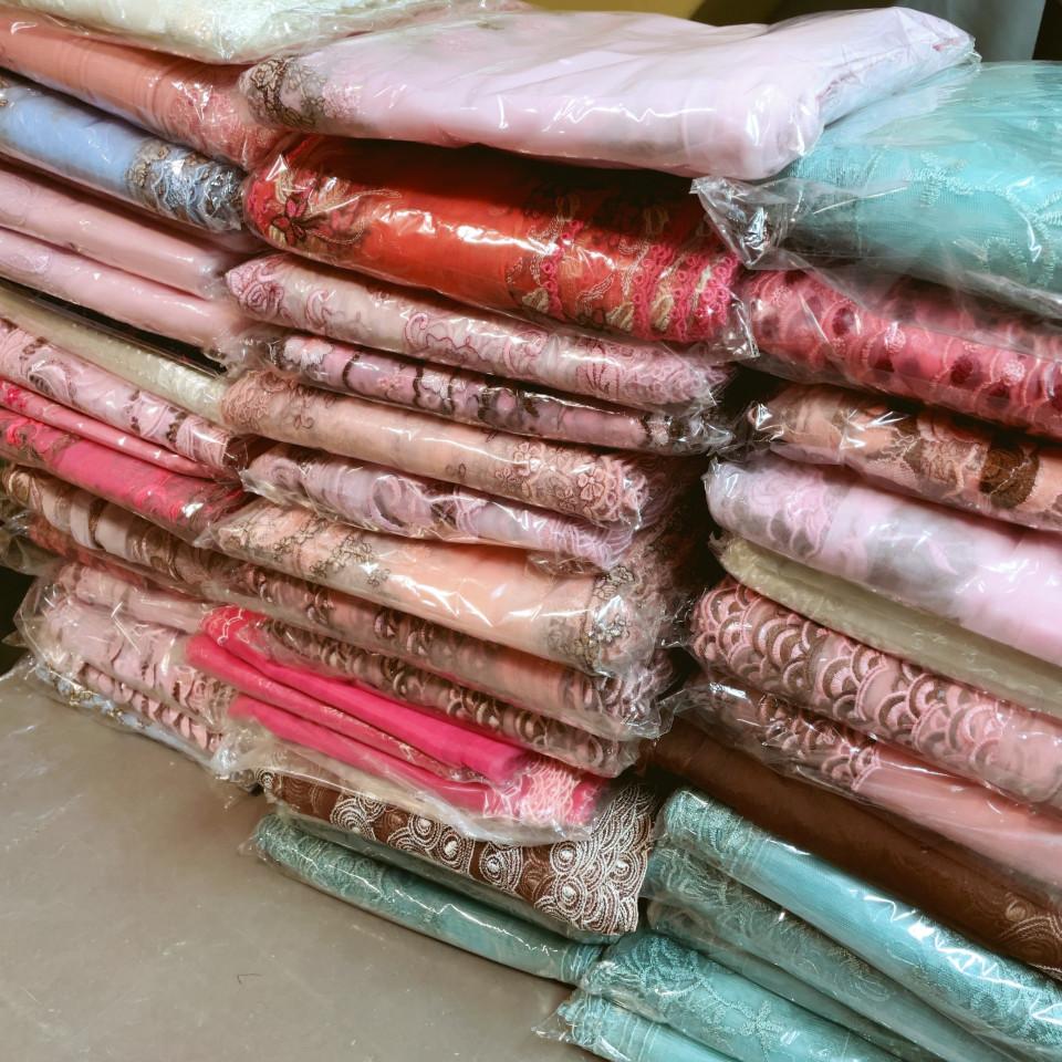 Отрезы вышивки на сетке (с дефектами) 0,5кг